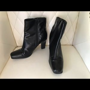 Ankle booties with side zipper size 6